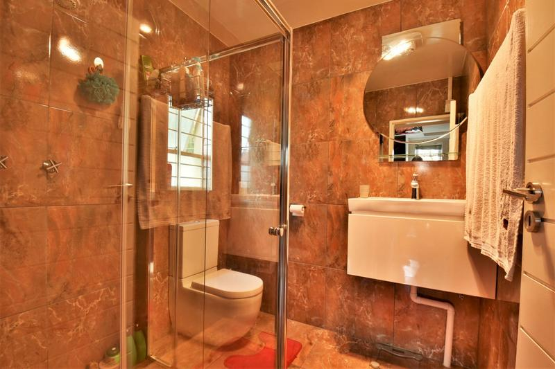 Property For Sale in Suideroord, Johannesburg 15