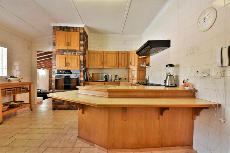 Property For Sale in Mondeor, Johannesburg 12