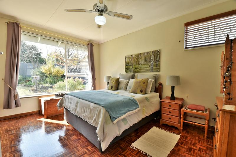 Property For Sale in Mondeor, Johannesburg 21