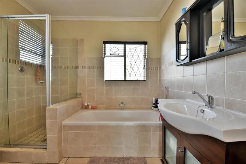 Property For Sale in Mondeor, Johannesburg 23