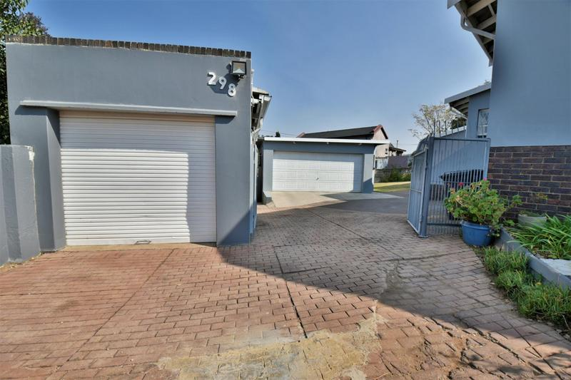 Property For Sale in Mondeor, Johannesburg 24