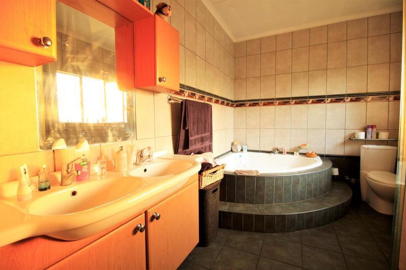 Property For Sale in Risiville, Vereeniging 11