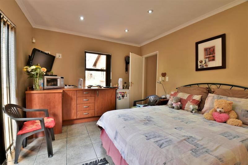 Property For Sale in Glenvista, Johannesburg 29