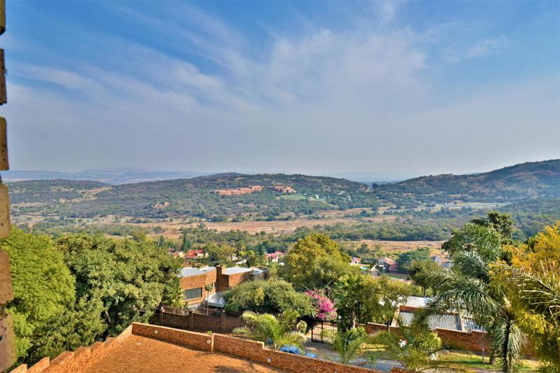 Property For Sale in Glenvista, Johannesburg 37