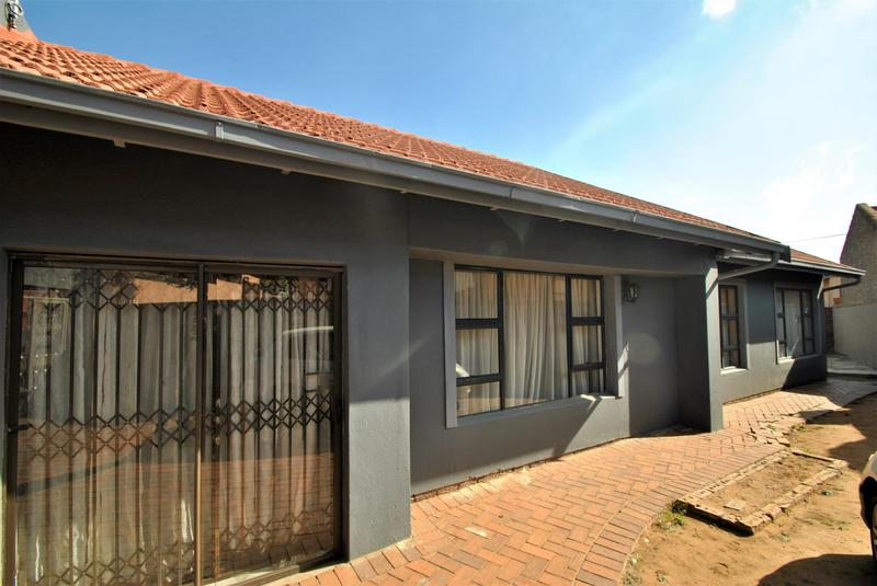 Property For Sale in Diepkloof, Diepkloof 3