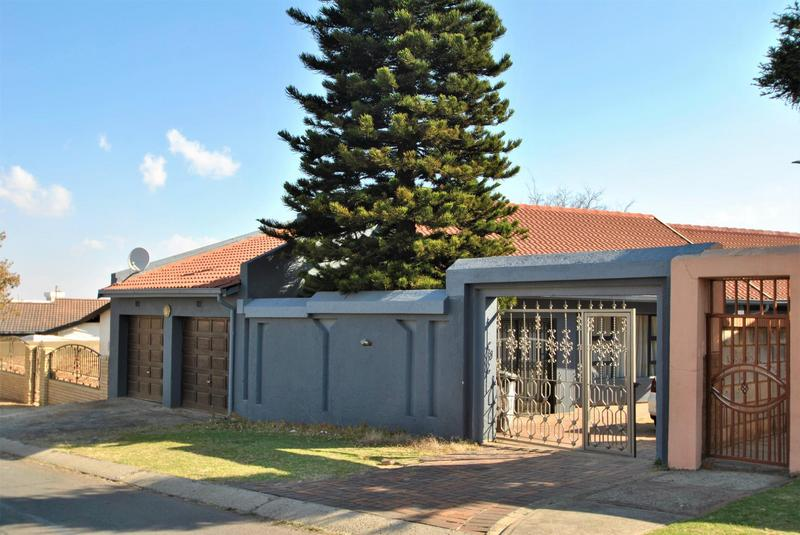 Property For Sale in Diepkloof, Diepkloof 12