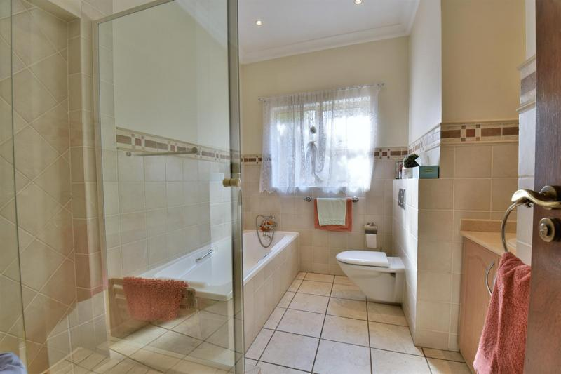 Property For Sale in Bassonia, Johannesburg 29