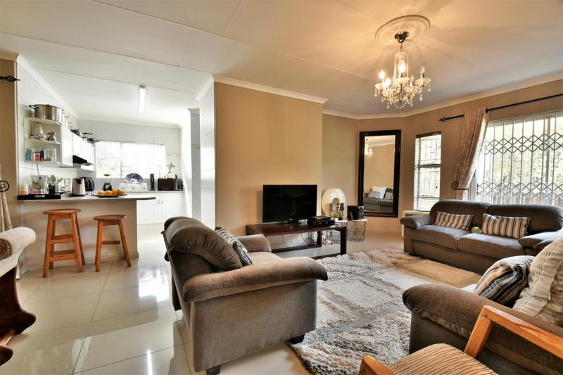Property For Sale in Bassonia, Johannesburg 11