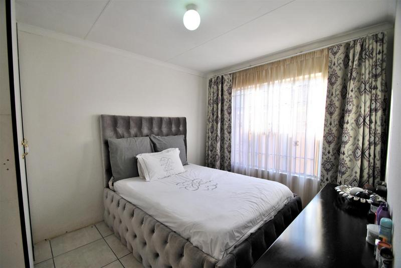 Property For Sale in Ormonde, Johannesburg 8