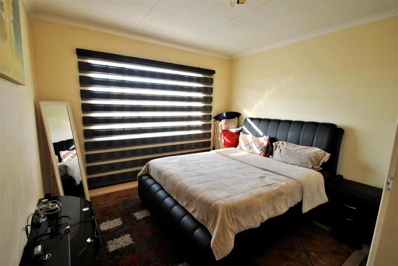 Property For Sale in Alan Manor, Johannesburg 8