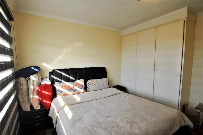 Property For Sale in Alan Manor, Johannesburg 9