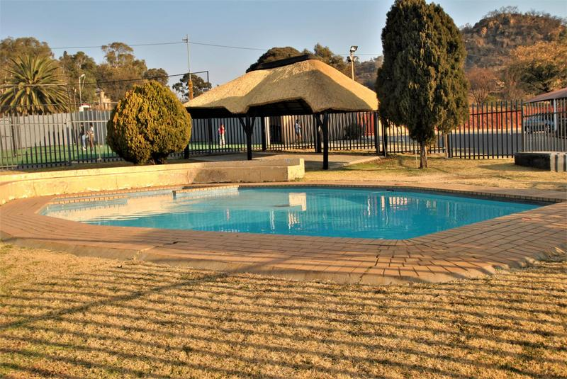 Property For Sale in Alan Manor, Johannesburg 10