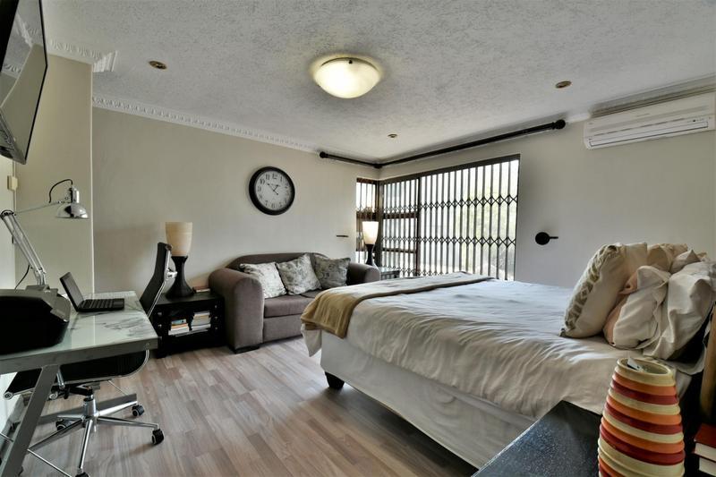 Property For Sale in Oakdene, Johannesburg 11