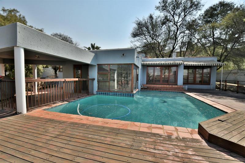 Property For Sale in Oakdene, Johannesburg 16