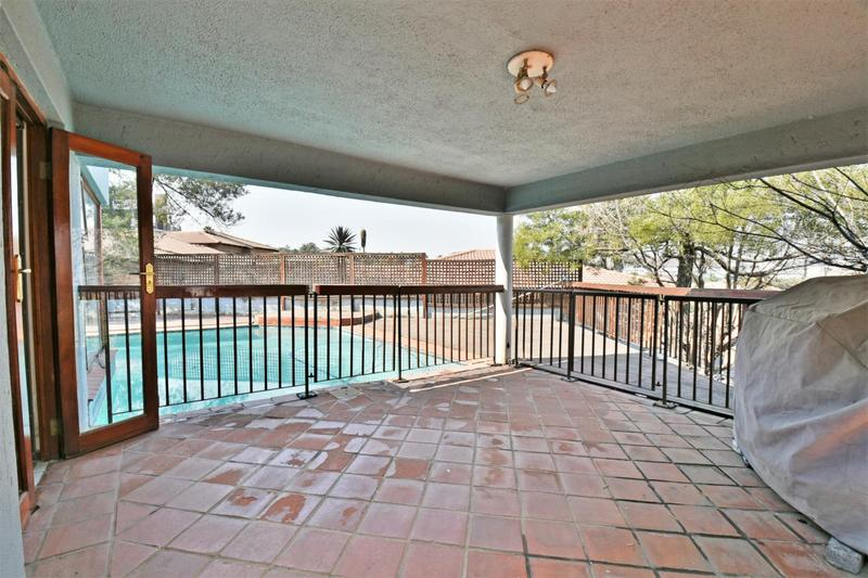 Property For Sale in Oakdene, Johannesburg 18