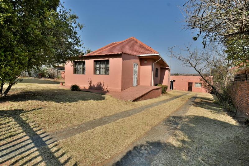 Property For Sale in Mondeor, Johannesburg 2