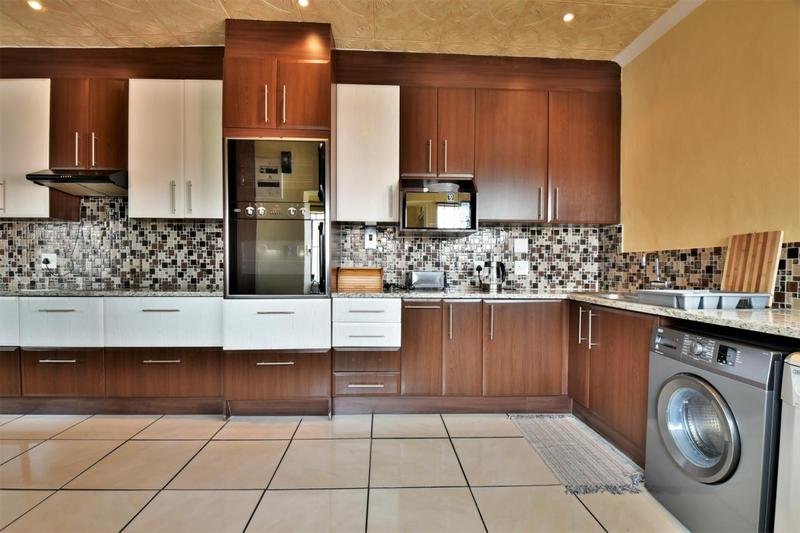Property For Sale in Mondeor, Johannesburg 8