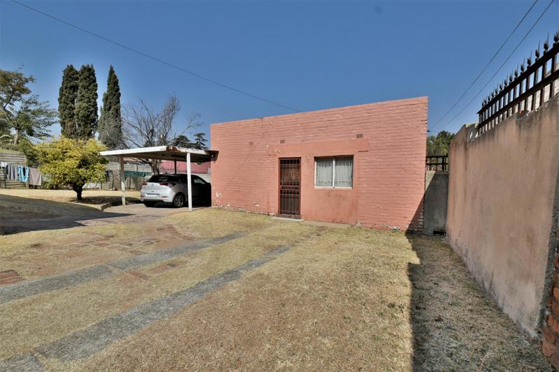Property For Sale in Mondeor, Johannesburg 16