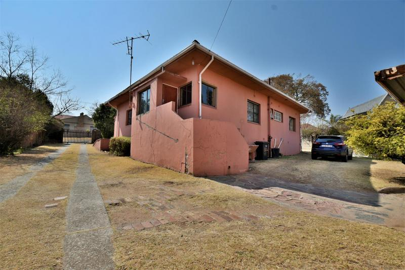 Property For Sale in Mondeor, Johannesburg 17