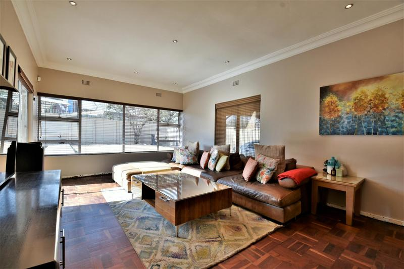 Property For Sale in Mondeor, Johannesburg 3