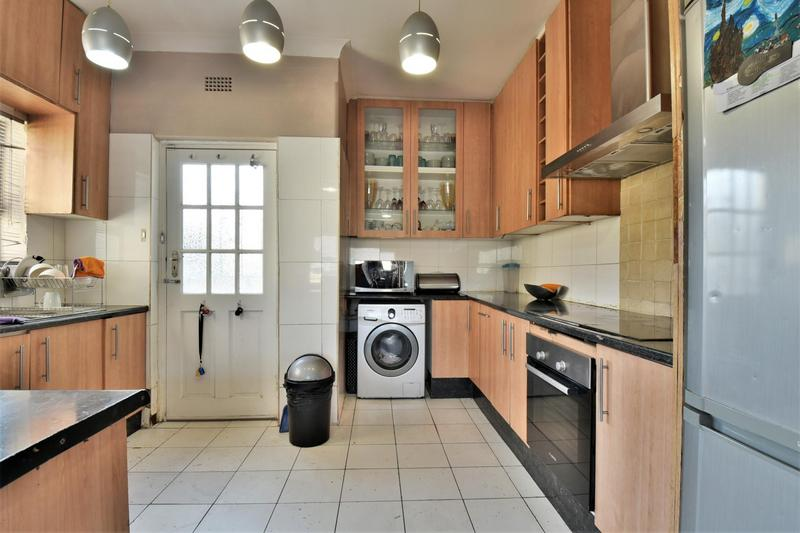 Property For Sale in Mondeor, Johannesburg 6