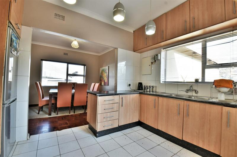 Property For Sale in Mondeor, Johannesburg 7