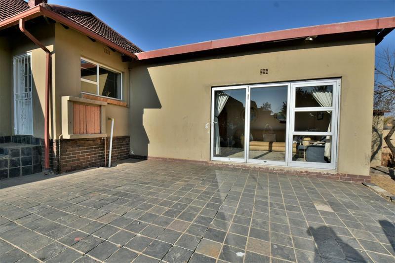 Property For Sale in Mondeor, Johannesburg 13