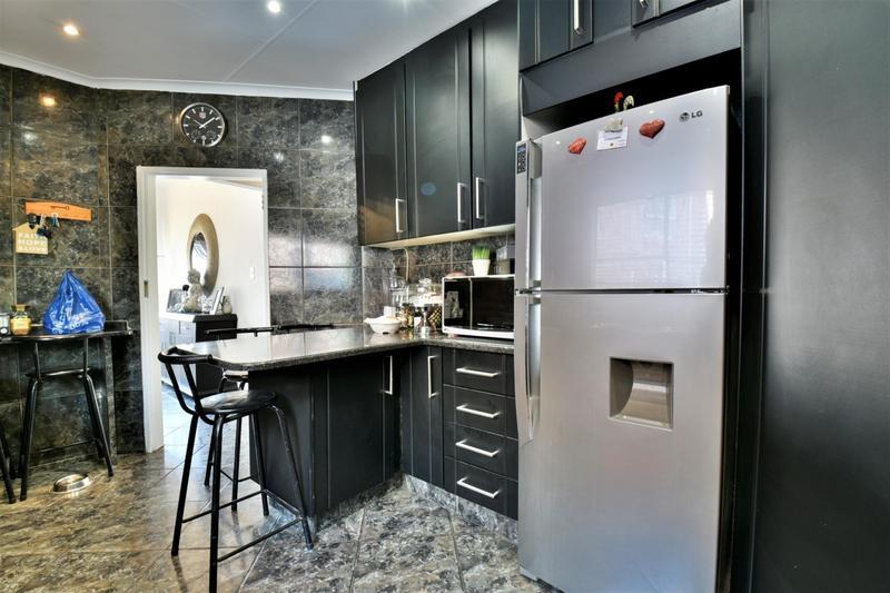 Property For Sale in Oakdene, Johannesburg 7