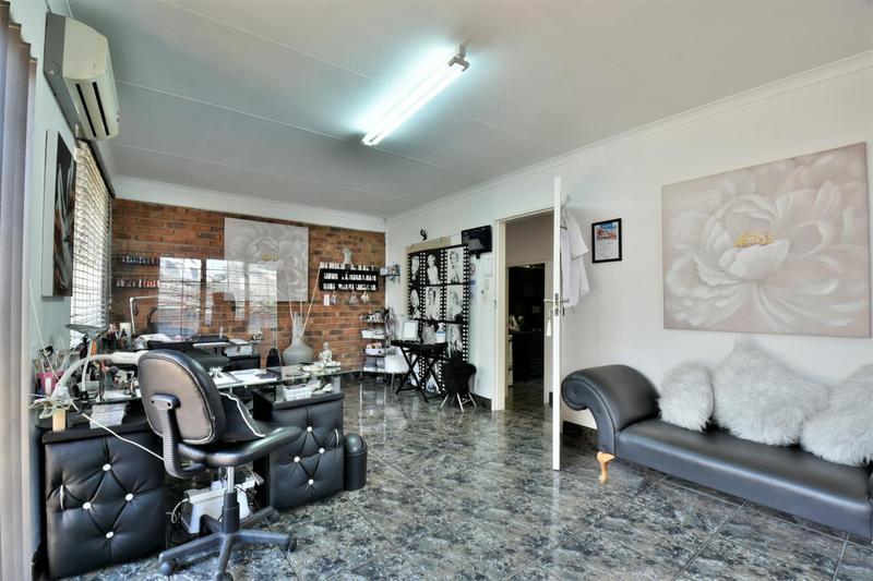 Property For Sale in Oakdene, Johannesburg 23