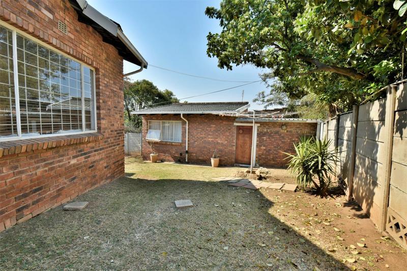 Property For Sale in Oakdene, Johannesburg 28